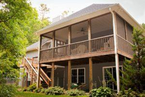 back porch 670293 960 720 300x200 - back-porch-670293_960_720